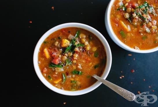 Супа от леща с нахут, бадеми и коприва - изображение