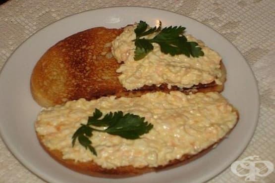 Чеснова паста с яйца и кашкавал - изображение