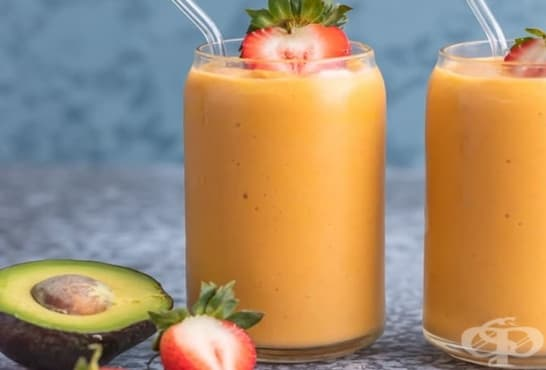 Смути с авокадо, ягоди, моркови и кокосова вода - изображение
