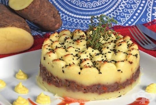 Солена торта от картофено пюре и кайма - изображение