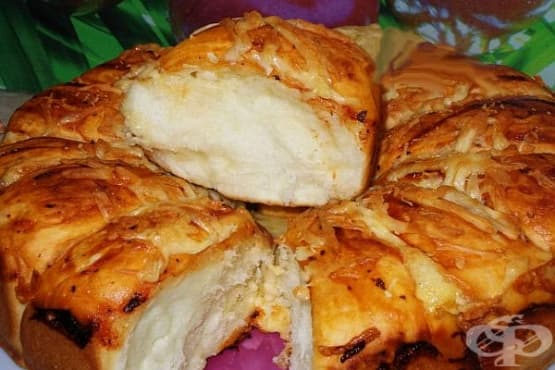 Кашкавалена питка с прясно мляко, масло и яйца - изображение