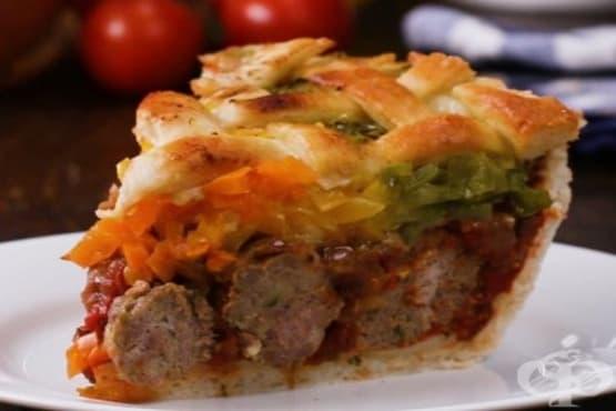 Пай с кюфтета и доматен сос  - изображение