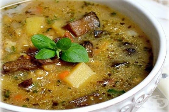 Картофена супа с парченца сланина, чесън и гъбен бульон - изображение