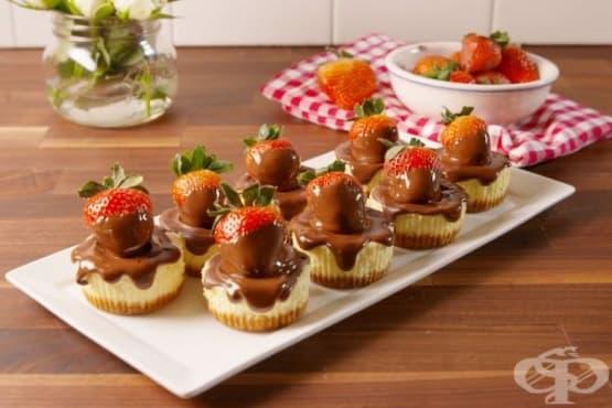 Мини чийзкейк с ягоди - изображение