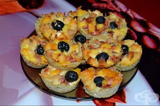 Картофени кексчета с пилешко, топено сирене и маслини - изображение
