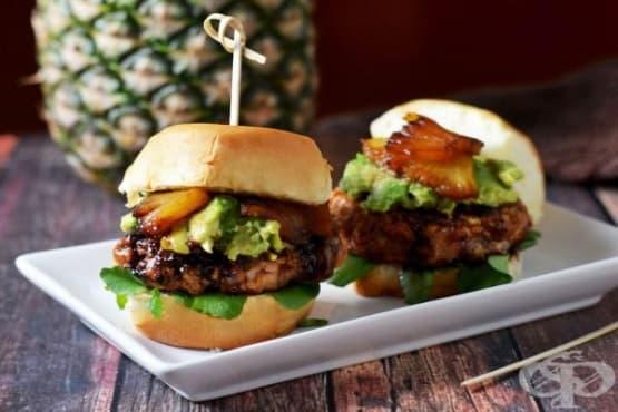 Мини хамбургери с ананас, сос Терияки, авокадо и сьомга - изображение