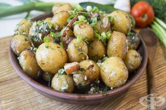 Пресни картофи с пушени гърди и чеснова подправка с копър - изображение