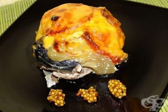 Печена скумрия с тиквички, домати и кашкавал - изображение