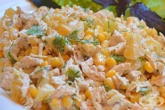 Пилешка салата с консервирани царевица и ананас - изображение