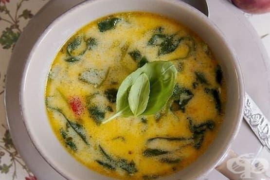 Млечна пилешка супа със спанак и сирене - изображение