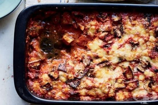 Печен патладжан с доматен сос и сирена - изображение