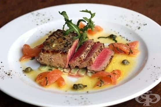 Филе от риба тон на скара с ароматен сос от масло и лимон - изображение