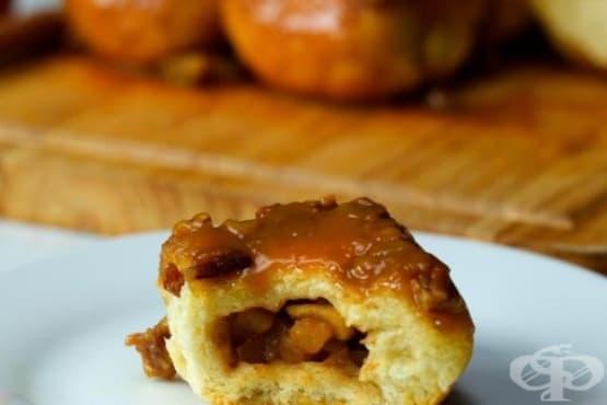 Ябълков сладкиш с карамел и пекан - изображение