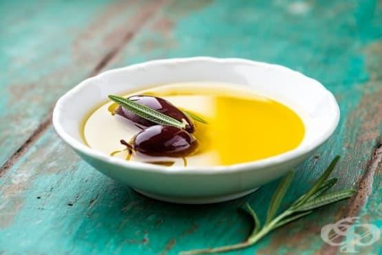 Печени маслини с фета, вино и лимон - изображение