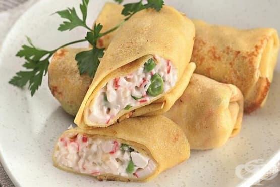 Палачинки с къри и плънка от рулца от раци и яйца - изображение