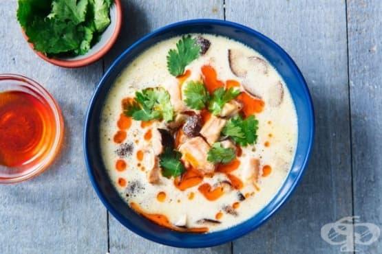 Супа с пилешко месо и мляко от кокос - изображение