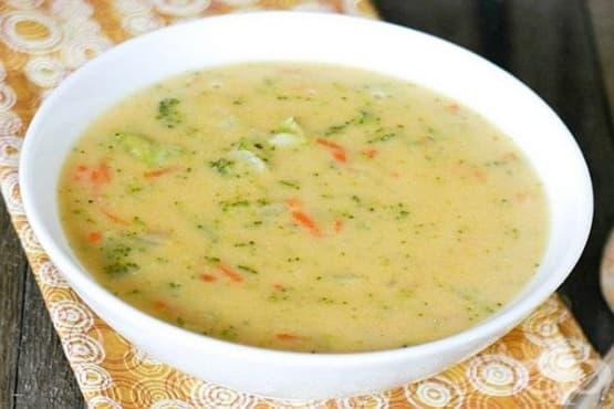 Пилешка супа с ориз, картофи и топено сирене - изображение