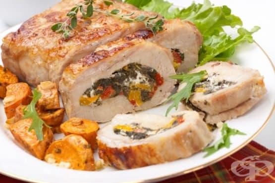 Свинско руло с моркови, спанак и сирене - изображение
