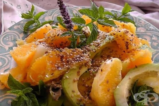 Портокалова салата с пъпеш, авокадо и сусам - изображение