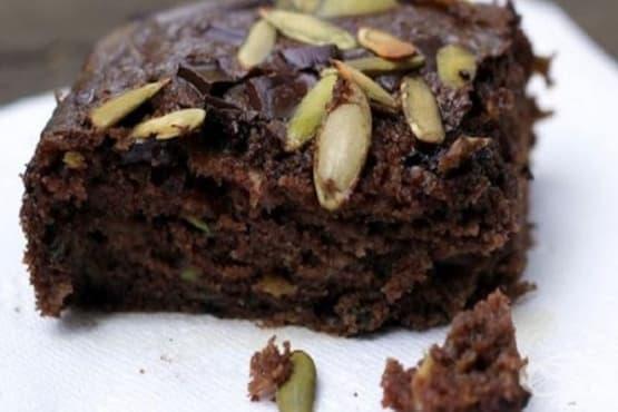 Шоколадов кекс с тиквички и ябълки - изображение