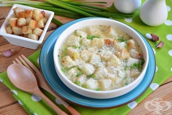 Чеснова супа с лук, картофи и кашкавал - изображение