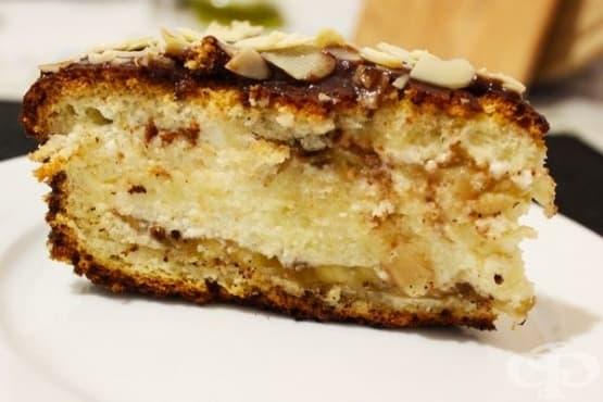 Бананова торта с крема сирене и орехи - изображение