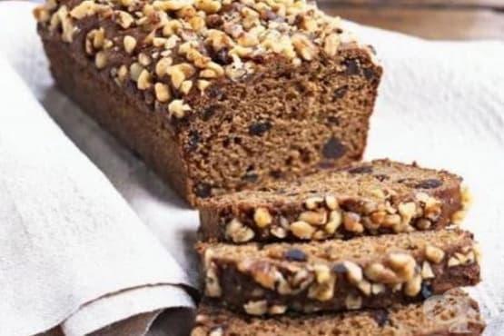 Сладък хляб със смокини и индийско орехче - изображение