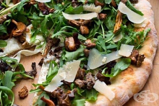 Пица с рукола, гъби и сирене Пекорино - изображение