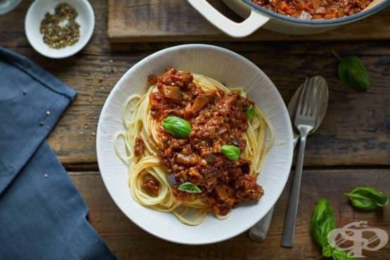 Спагети с леща, патладжан и доматен сос - изображение