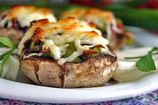 Пълнени печурки със зеленчуци и кашкавал - изображение
