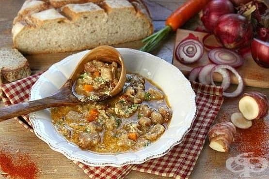 Пилешка супа с хляб, картофи и кашкавал - изображение