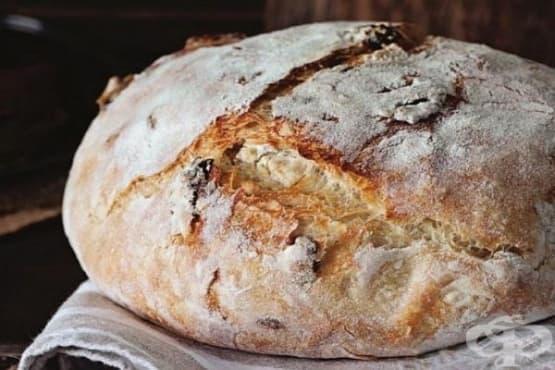 Хляб с мащерка и сушени домати - изображение