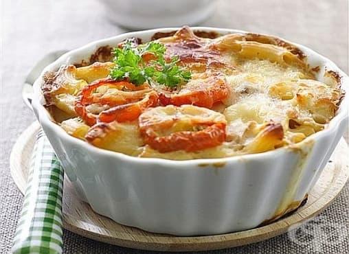 Макарони, запечени с домати, майонеза и кашкавал - изображение