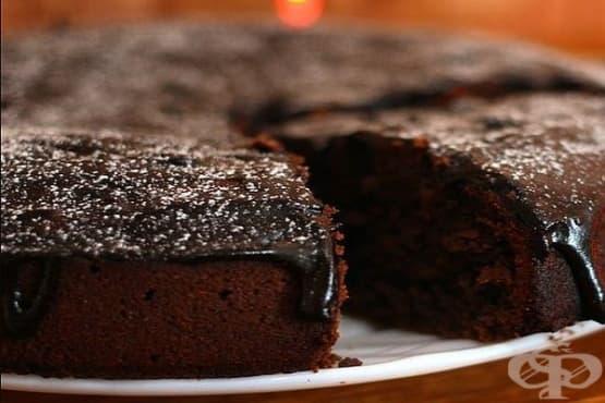 Шоколадова торта от оризово брашно с касис - изображение