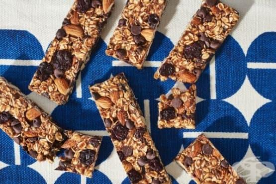 Овесени барчета с череши и шоколад - изображение