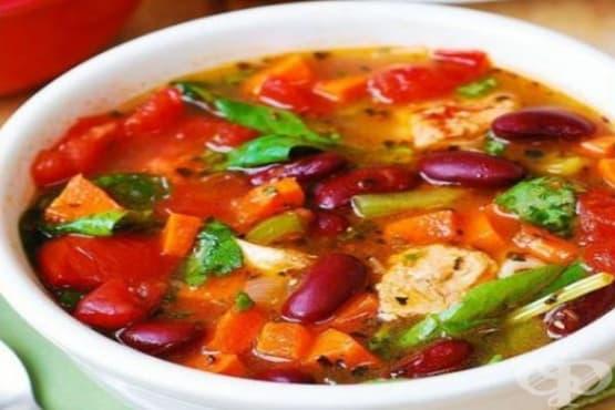 Супа с пилешко, боб и зеленчуци - изображение