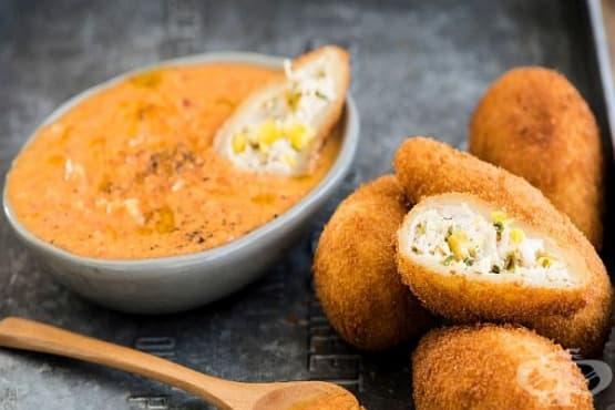 Панирани пилешки крокети в тесто с топено сирене и царевица - изображение