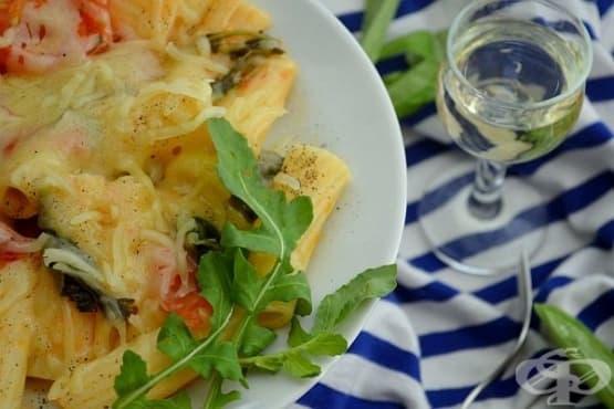 Макарони с рукола, домати и бяло вино - изображение