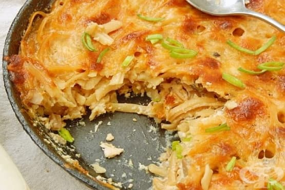 Макарони с пилешко, гъби, топено сирене и кашкавал - изображение