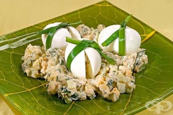 Картофена салата с краставици, яйца и тиквени семена - изображение