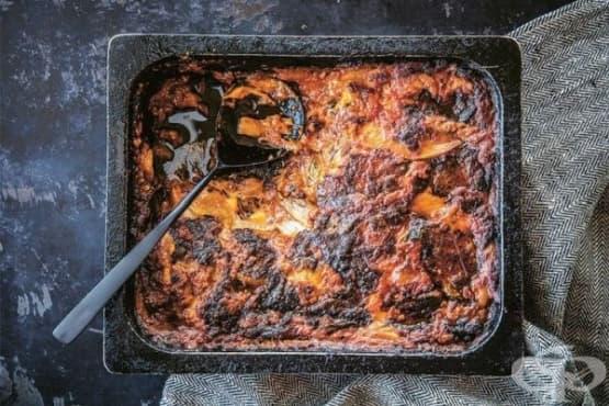 Печен патладжан с доматен сос и моцарела - изображение