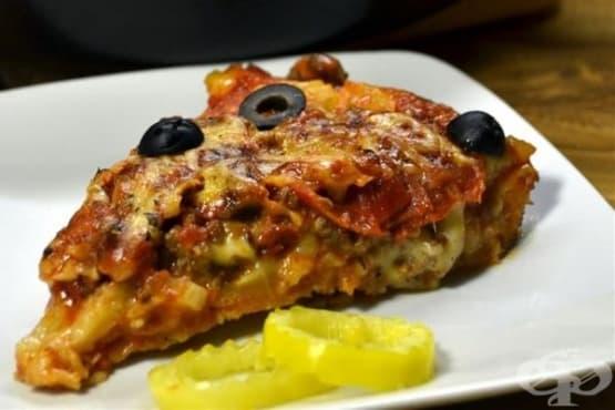 Домашна пица с наденица и сирена - изображение