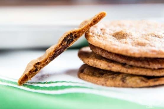 Хрупкави тънки шоколадови бисквитки - изображение