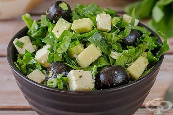 Спаначена салата с авокадо и маслини - изображение
