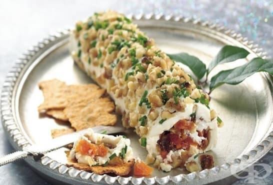 Руло от крема сирене с бекон, ядки и сушени плодове - изображение