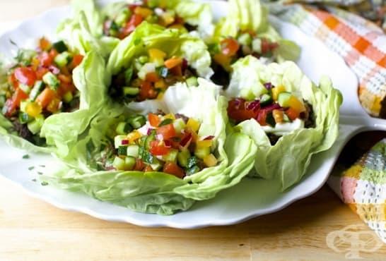 Зеленчукова салата в листа от айсберг - изображение