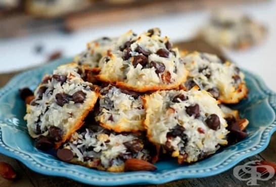 Бадемови сладки с кокос и шоколадов чипс - изображение