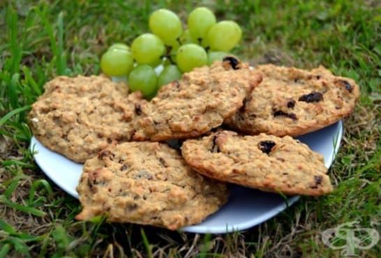 Бананови бисквити с овесени ядки и стафиди - изображение