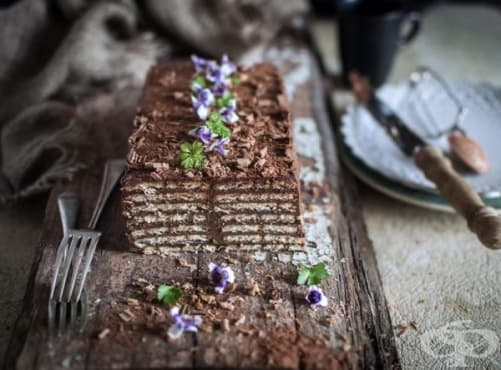 Бисквитена торта с кафе и шоколад - изображение