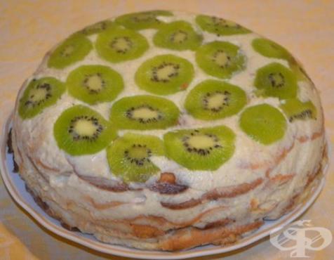 Бисквитена торта със сметанов крем, банани и киви - изображение
